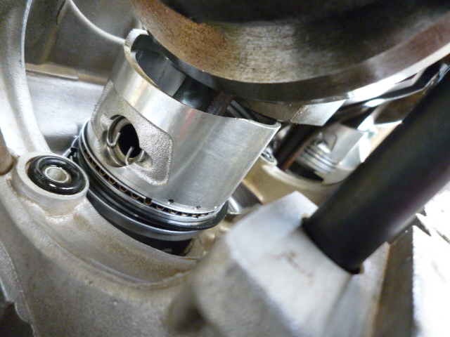Lining_up_crank_and_piston_assembly
